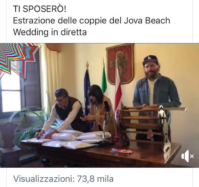 Estrazione del concorso ad Arezzo delle coppie che Jovanotti sposerà durante il Jova Beach Party 2019